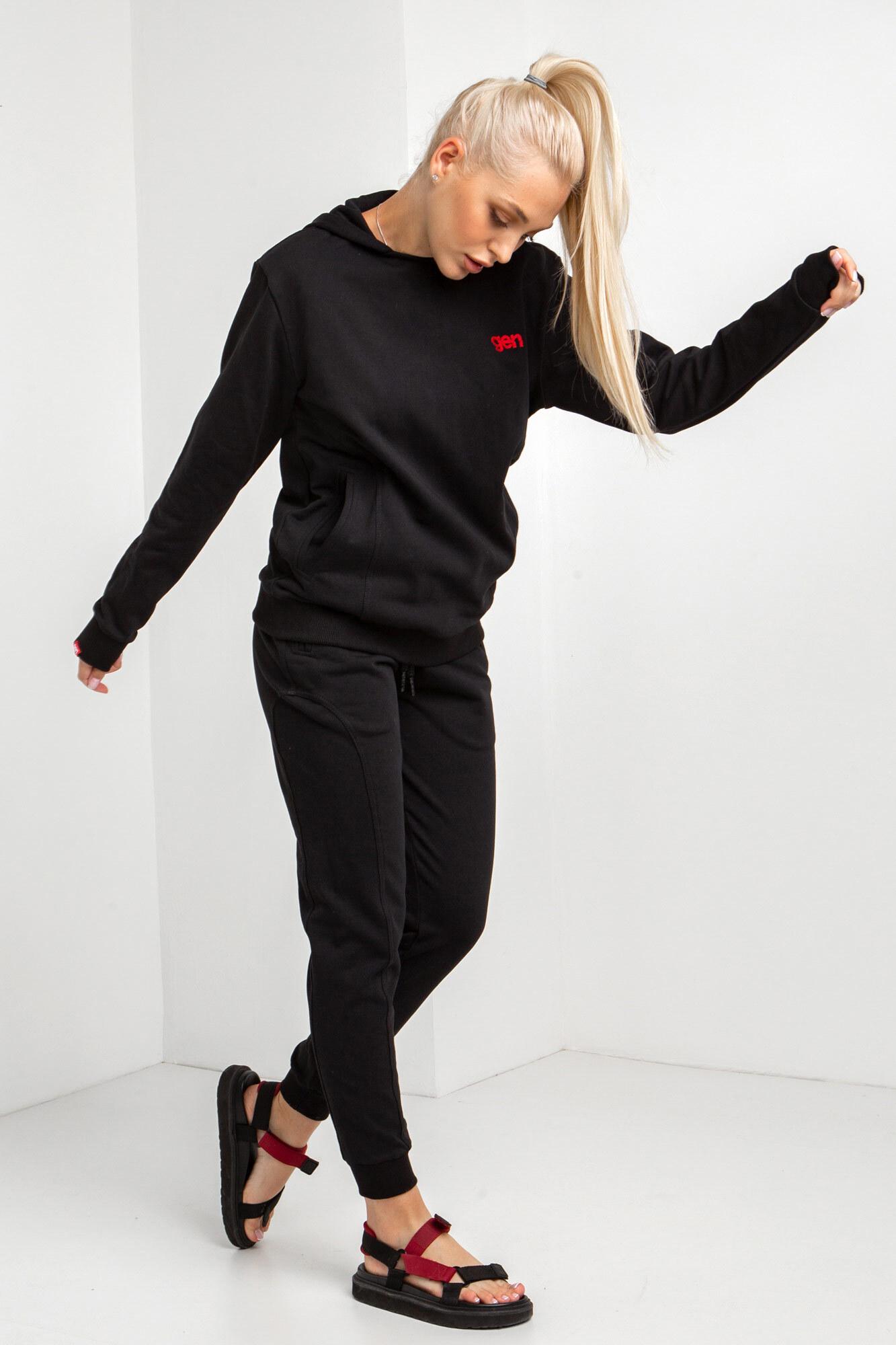 Трикотажный спортивный костюм черного цвета