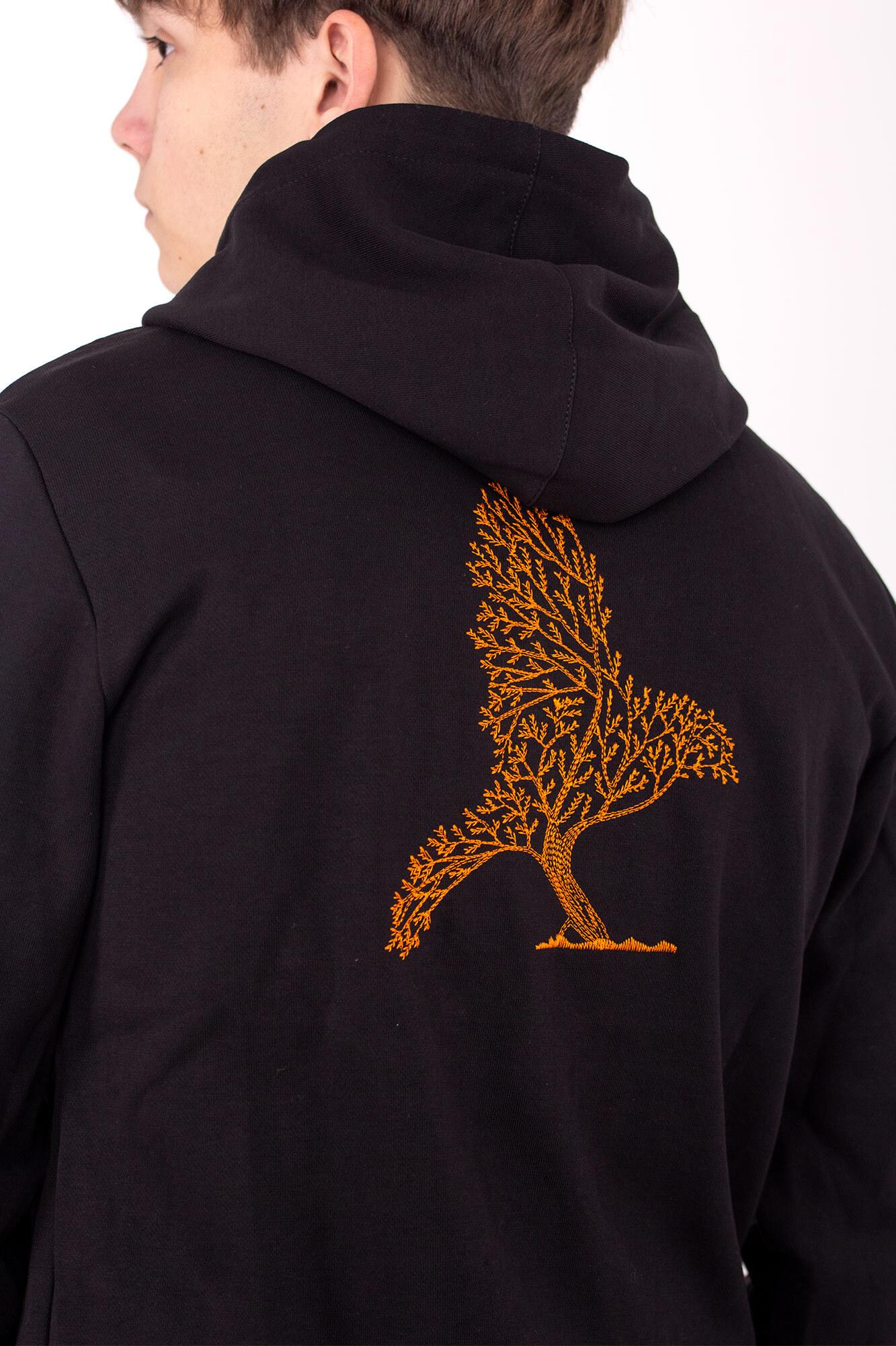 Черная трикотажная толстовка кенгурушка с вышивкой на спине и капюшоном