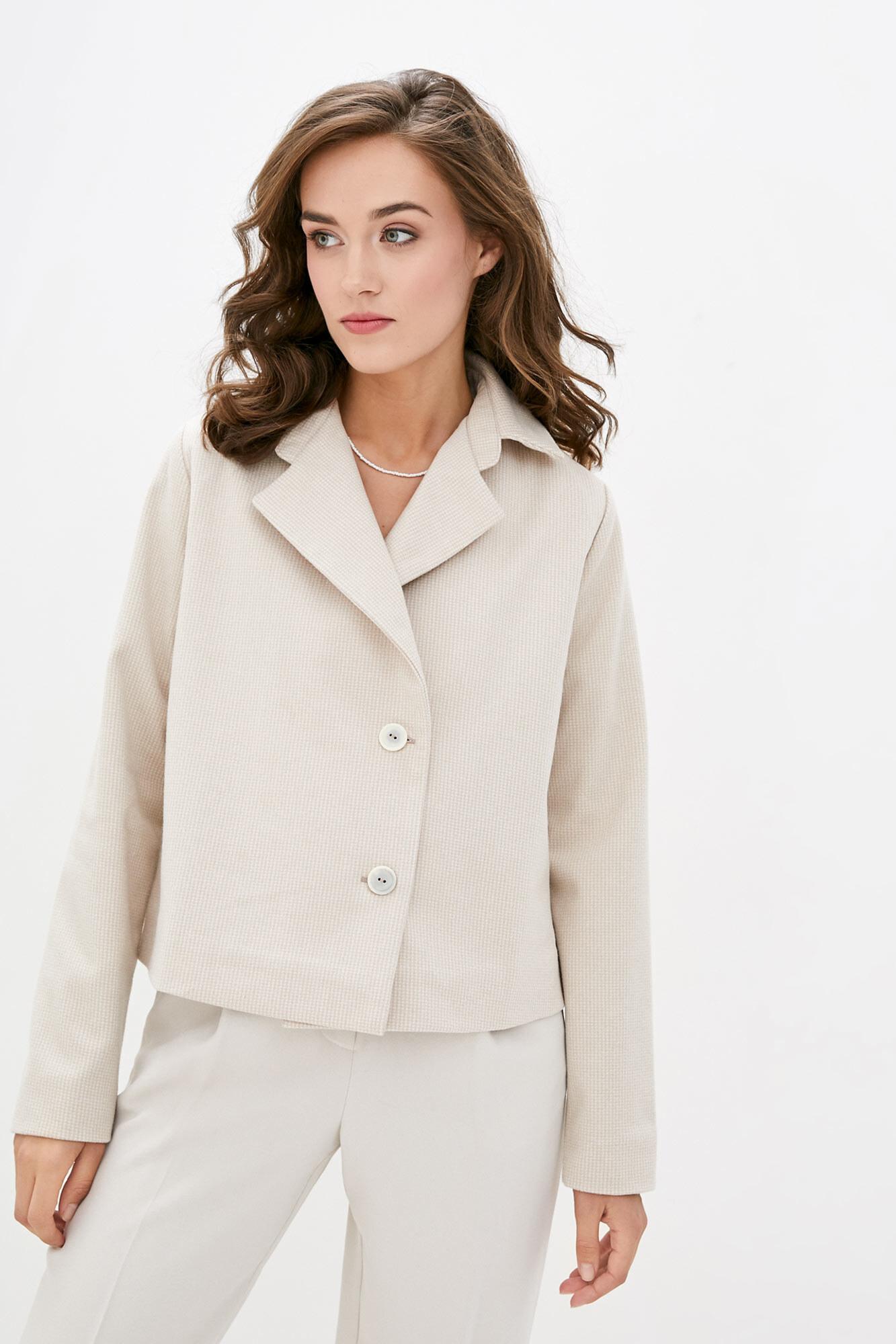 Короткий шерстяной пиджак бежевого цвета на осень