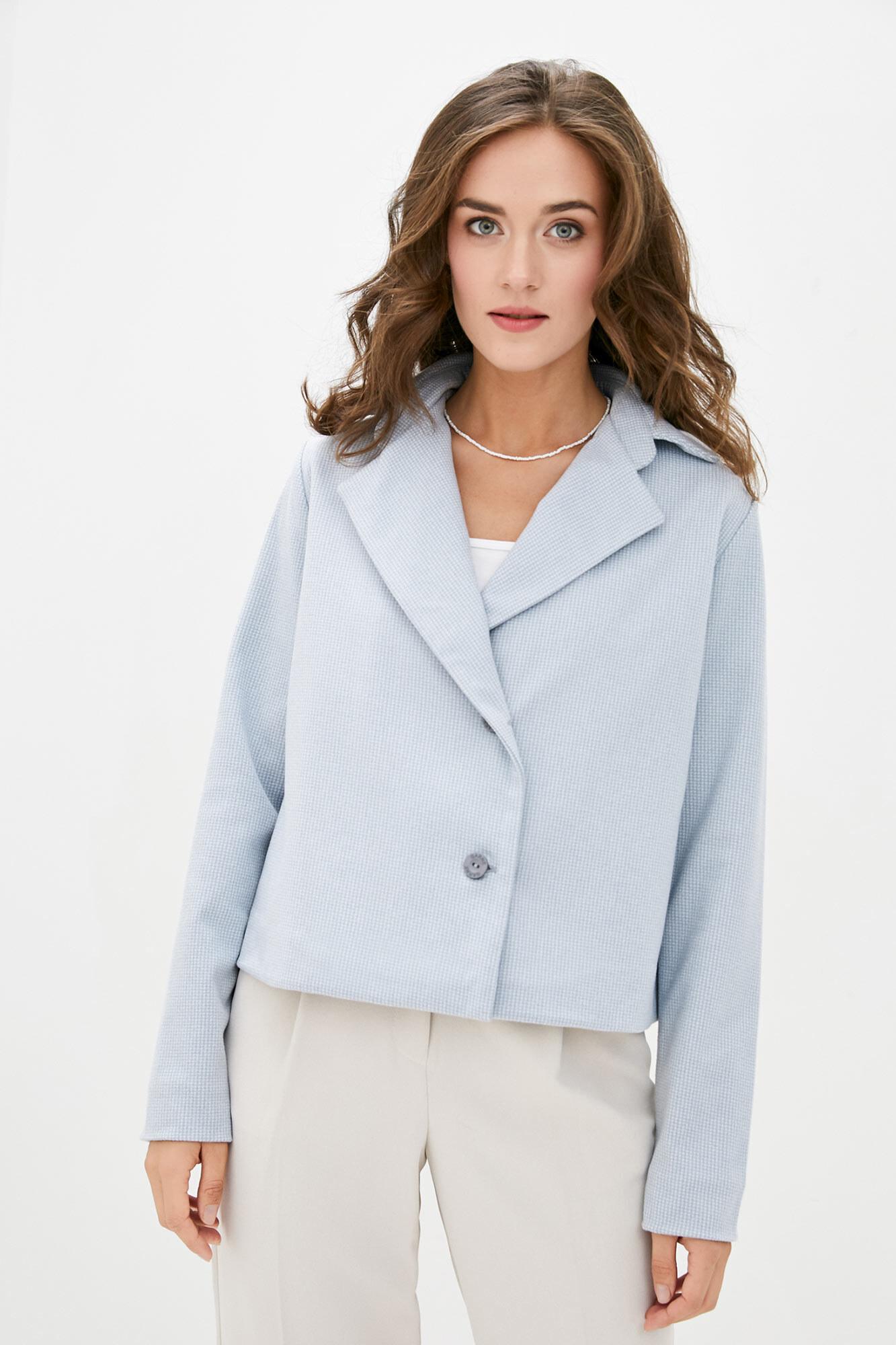 Короткий шерстяной пиджак голубого цвета на осень