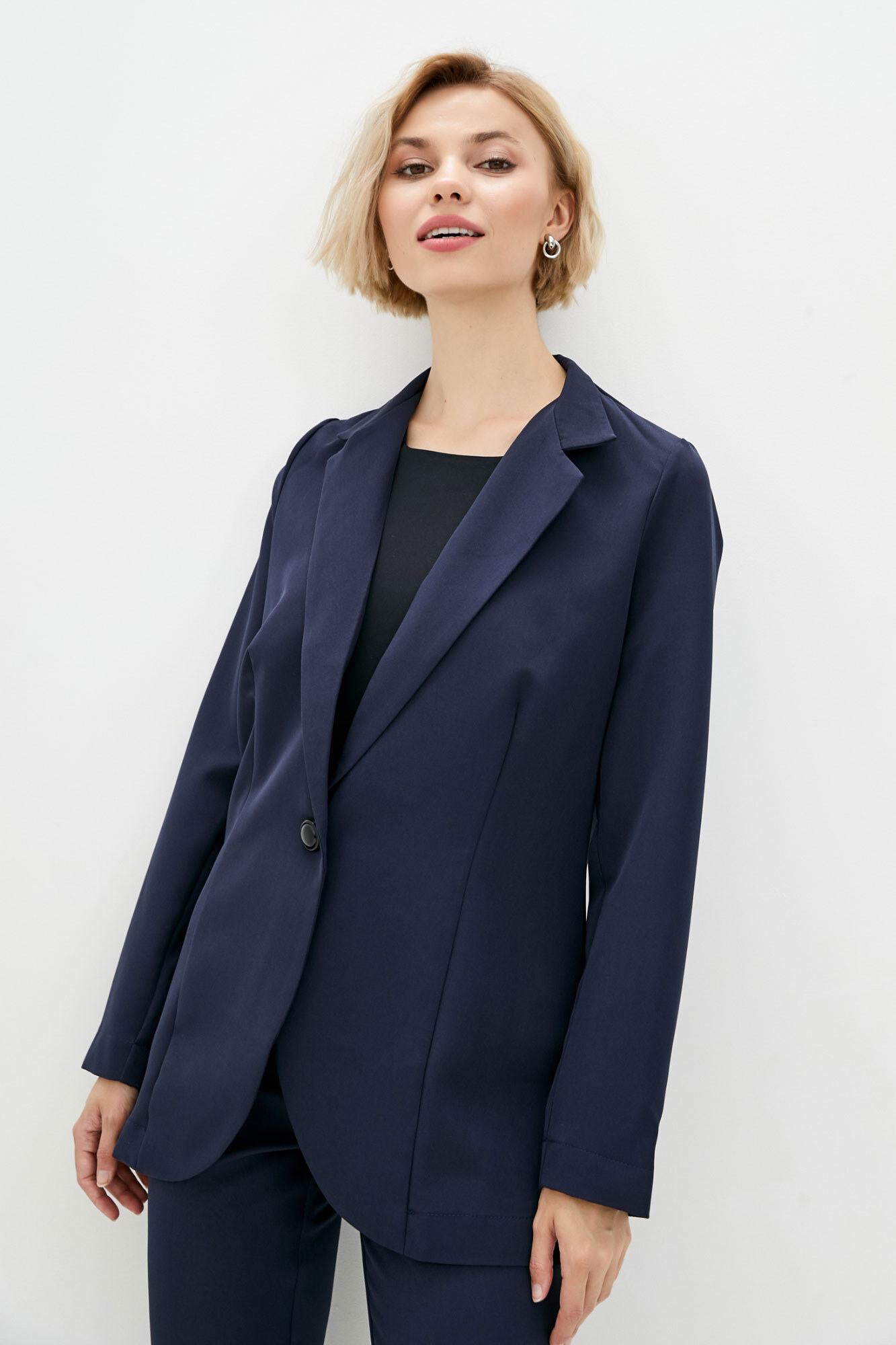 Оверсайз пиджак синего цвета в кэжуал стиле