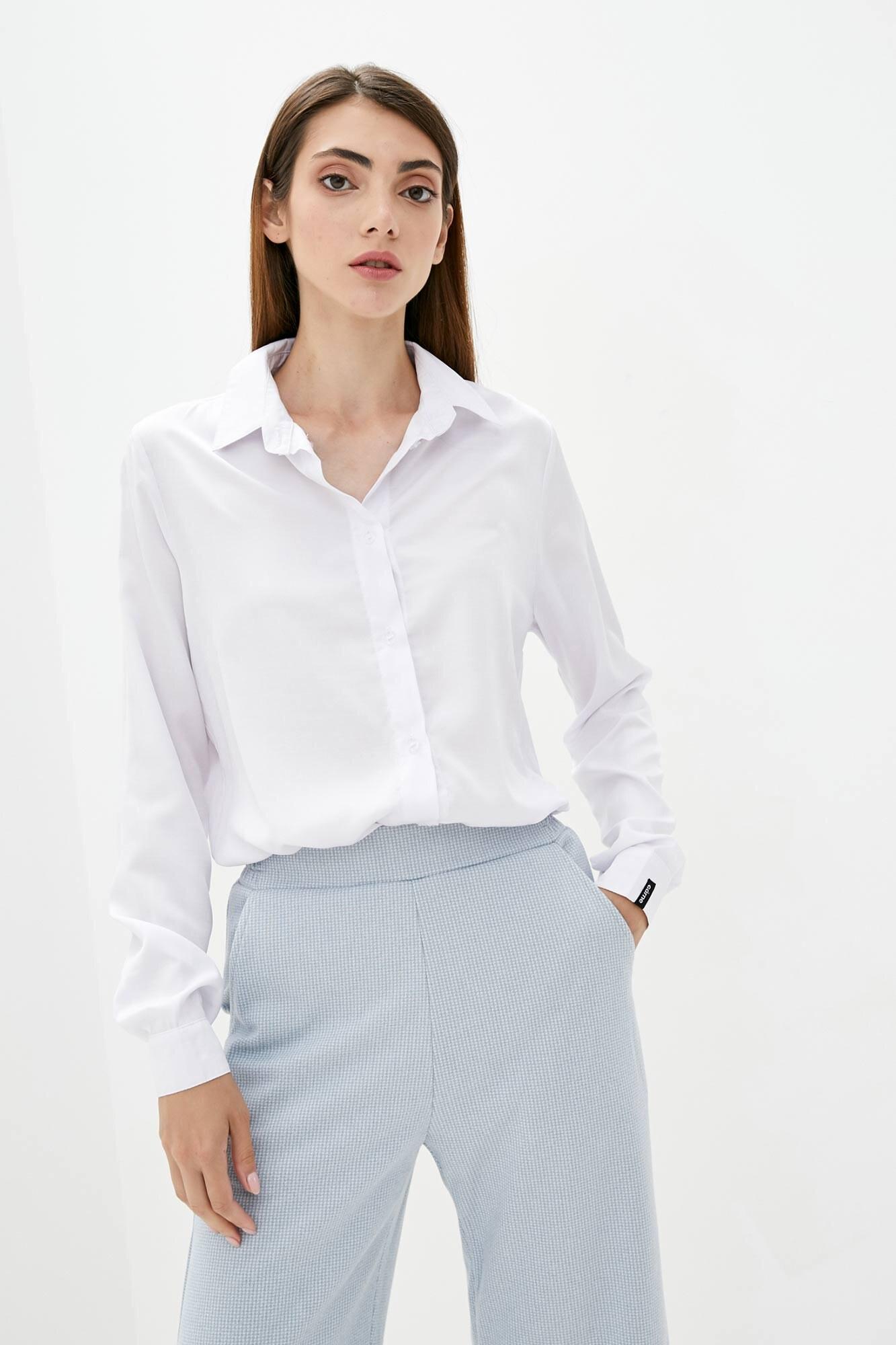 Тонкая оверсайз рубашка белого цвета с длинными рукавами