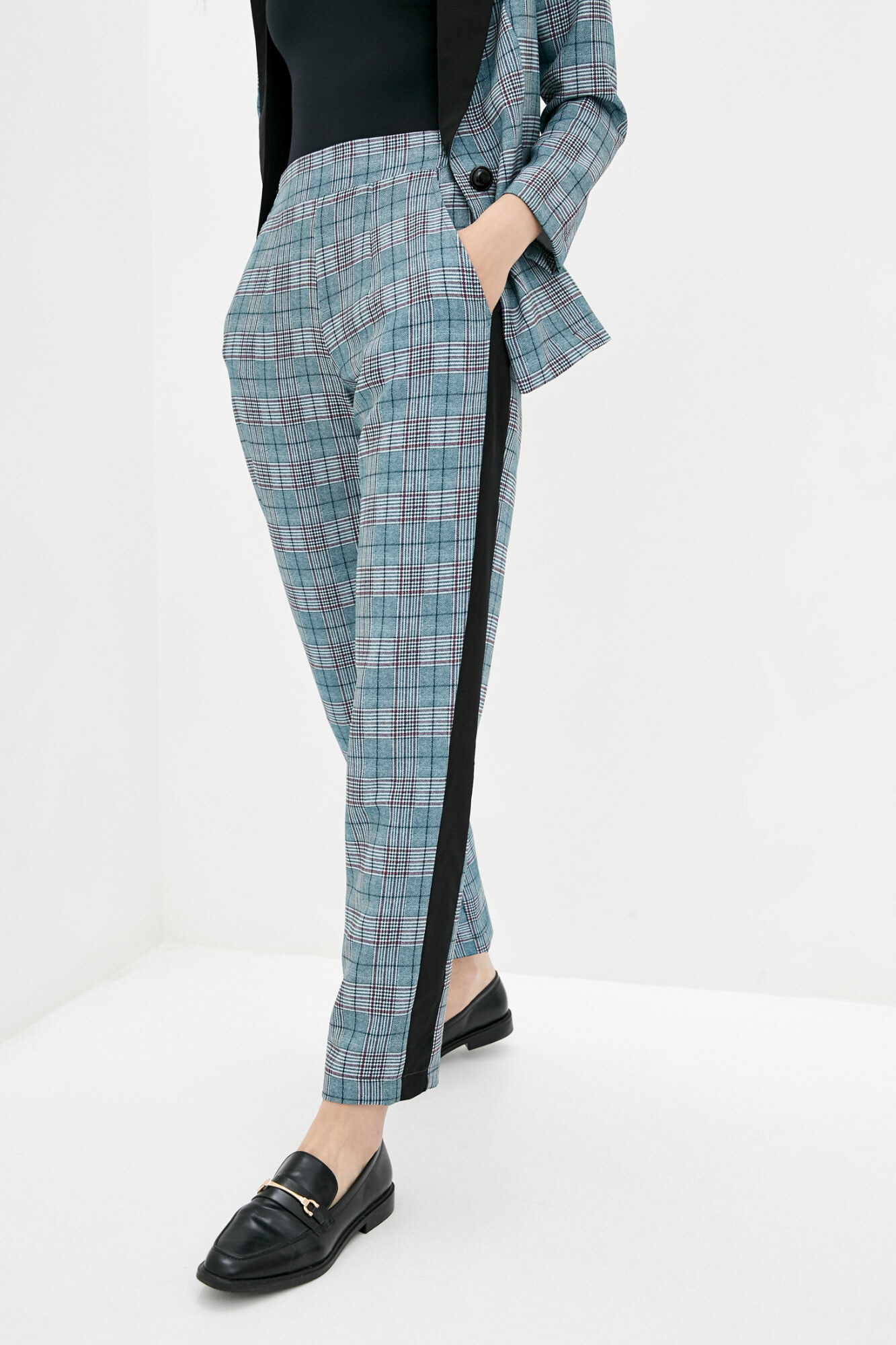Клетчатые брюки с лампасами в стиле кэжуал