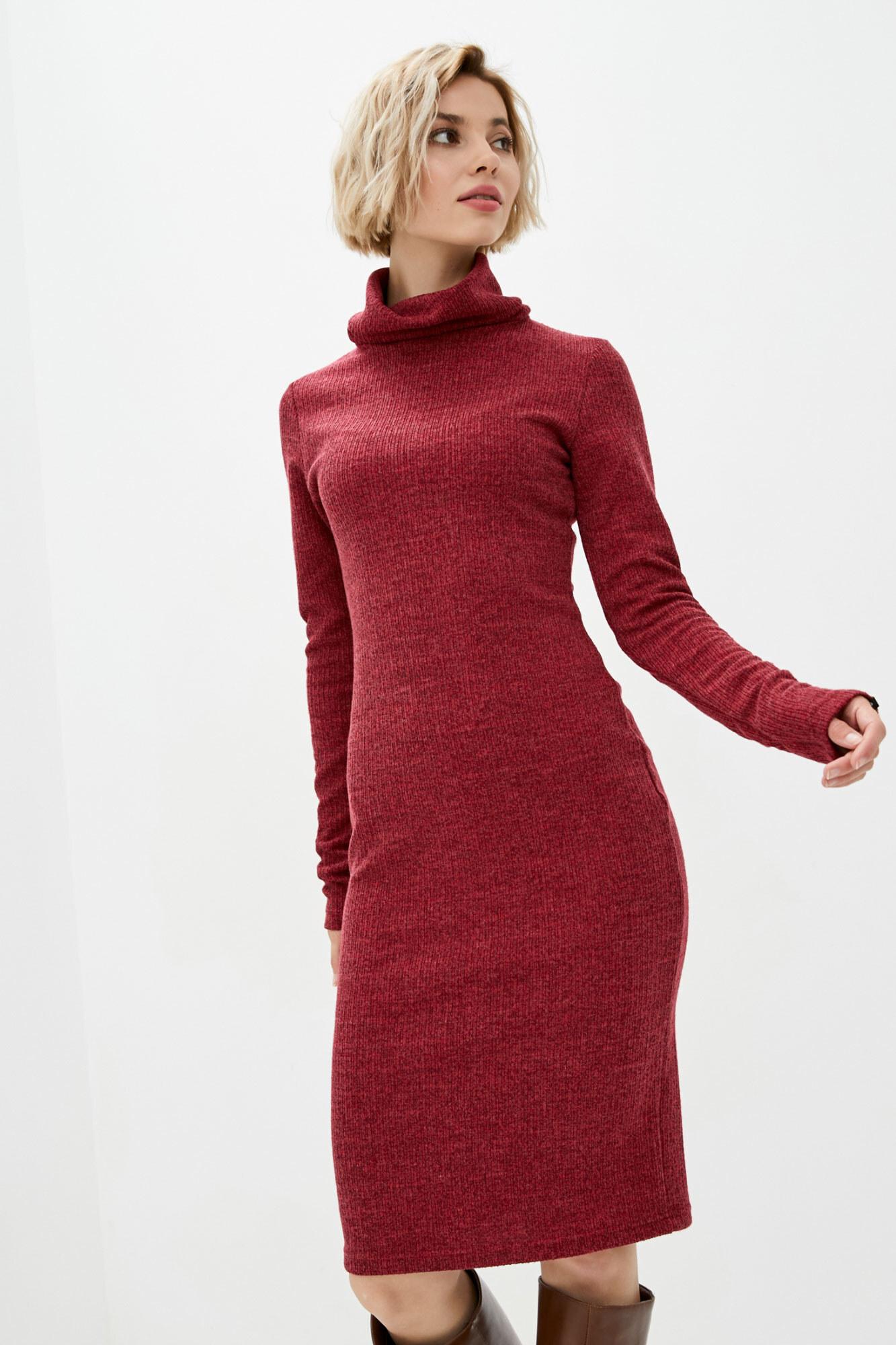 Трикотажное платье гольф красного цвета