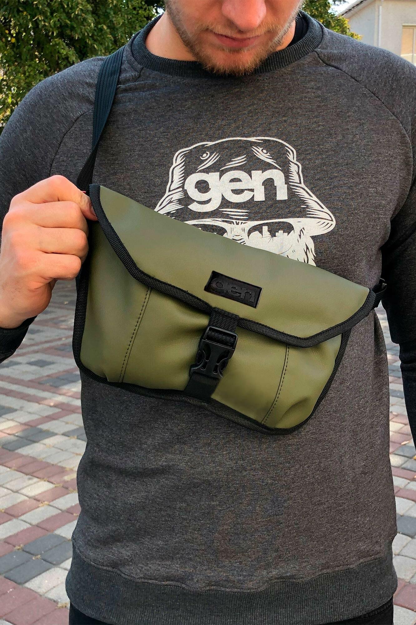 Прямоугольная сумка на пояс бананка оливкового цвета с клапаном и фастексом