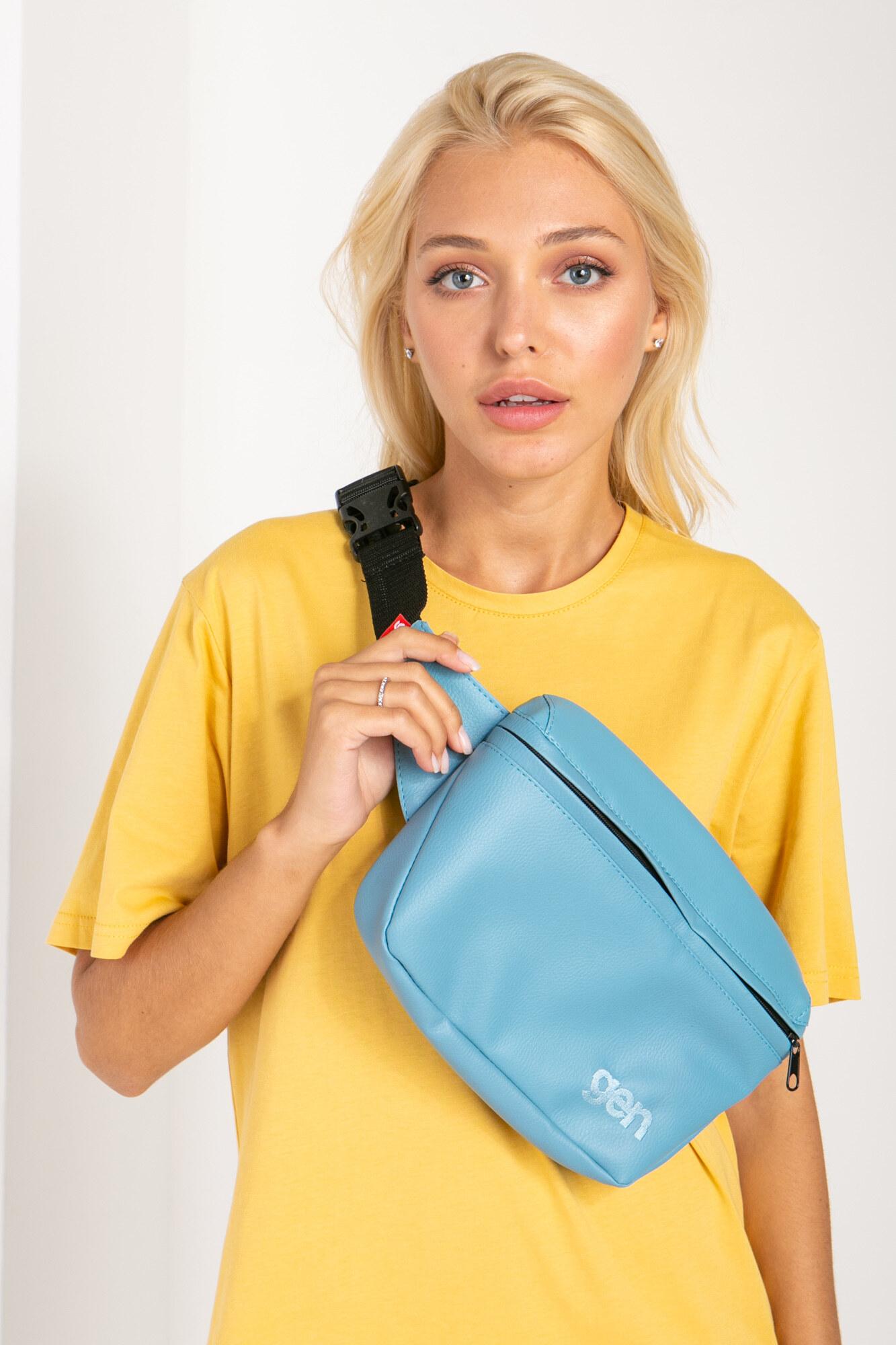 Прямоугольная поясная сумка бананка голубого цвета на одно отделение