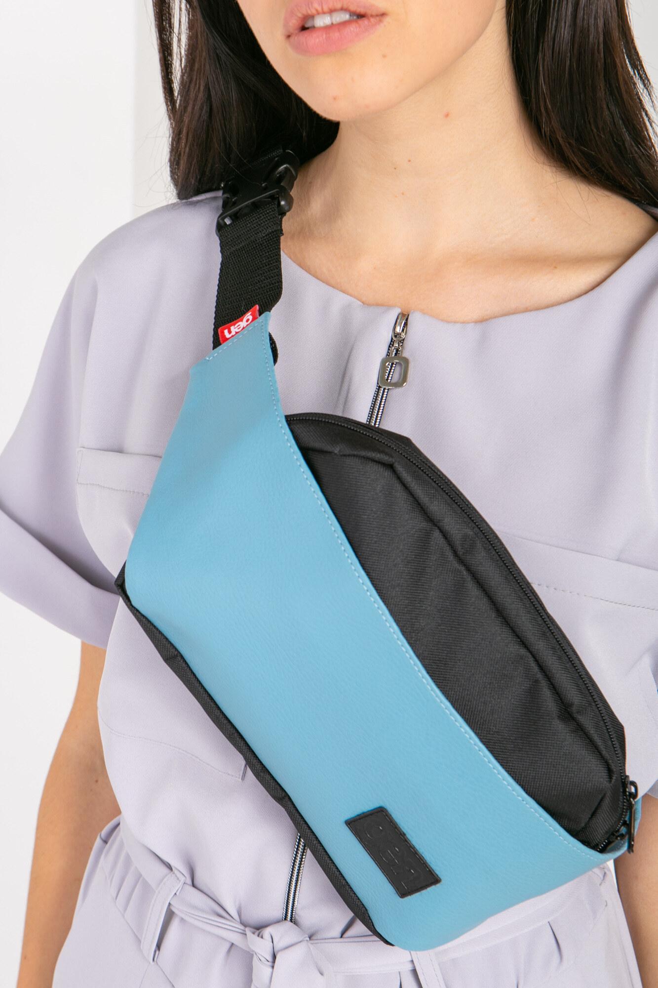 Прямоугольная сумка на пояс бананка голубого цвета на одно отделение
