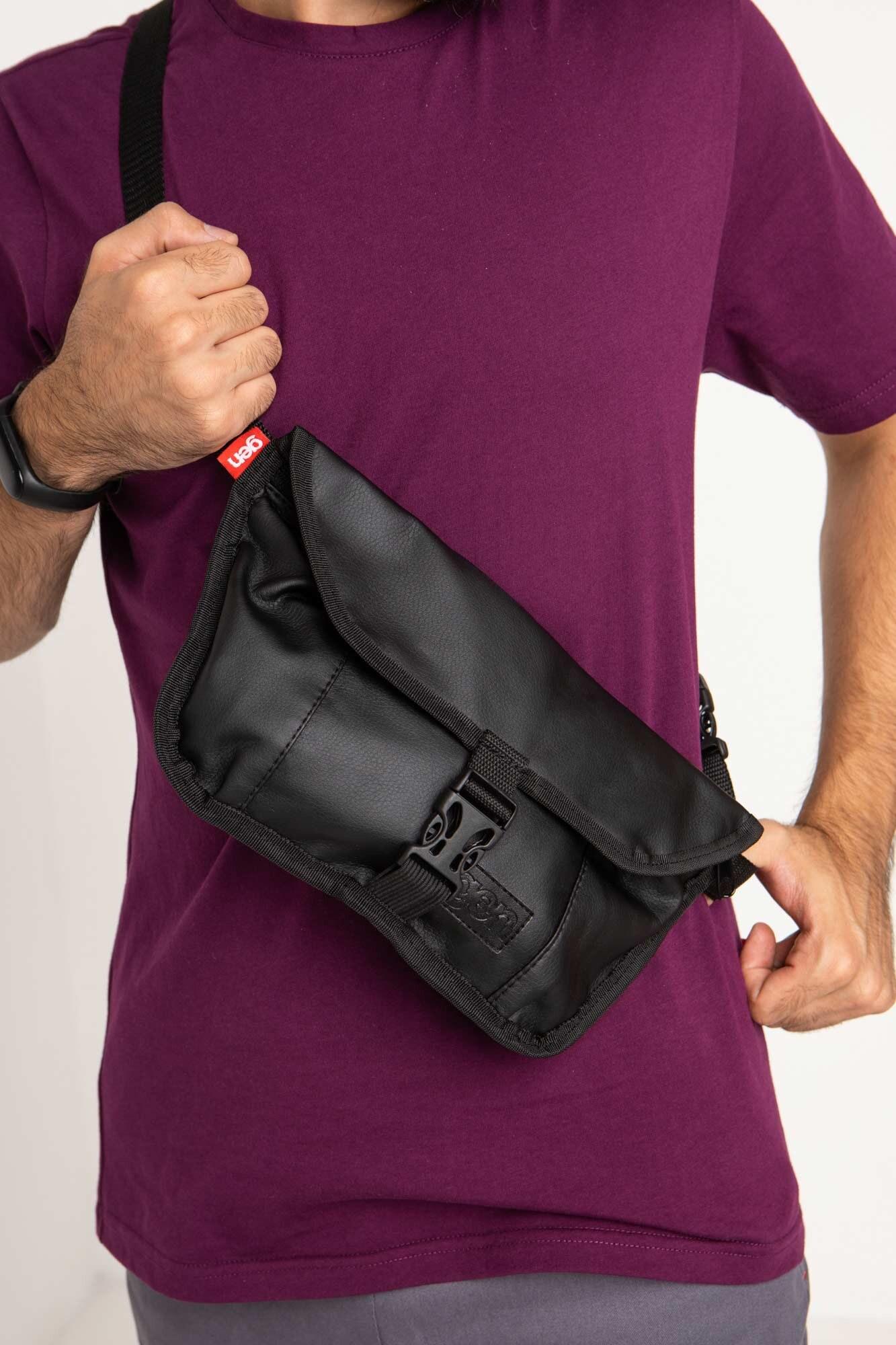 Прямоугольная сумка на пояс бананка черного цвета с клапаном - Фото 3