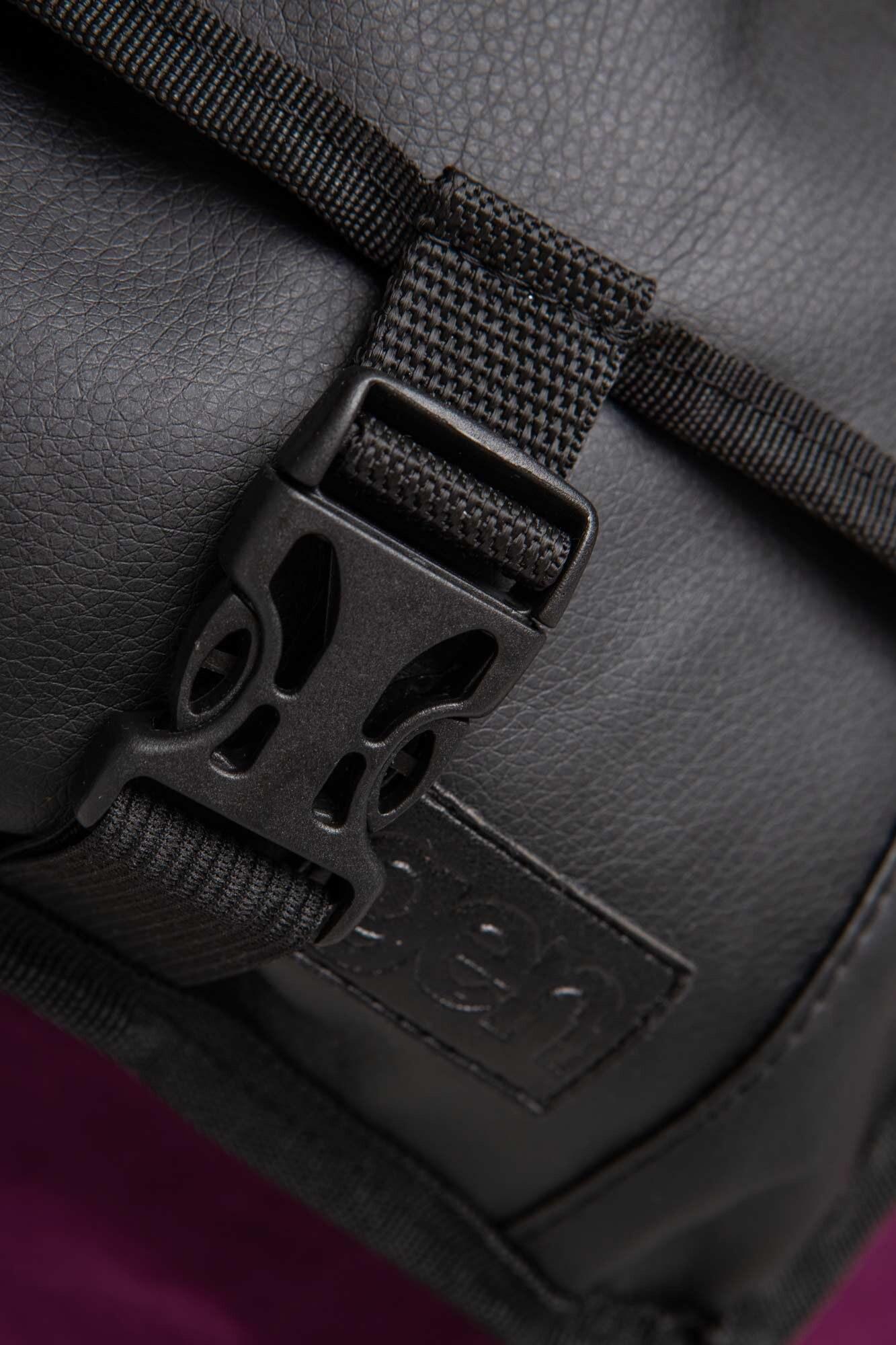 Прямоугольная сумка на пояс бананка черного цвета с клапаном - Фото 4