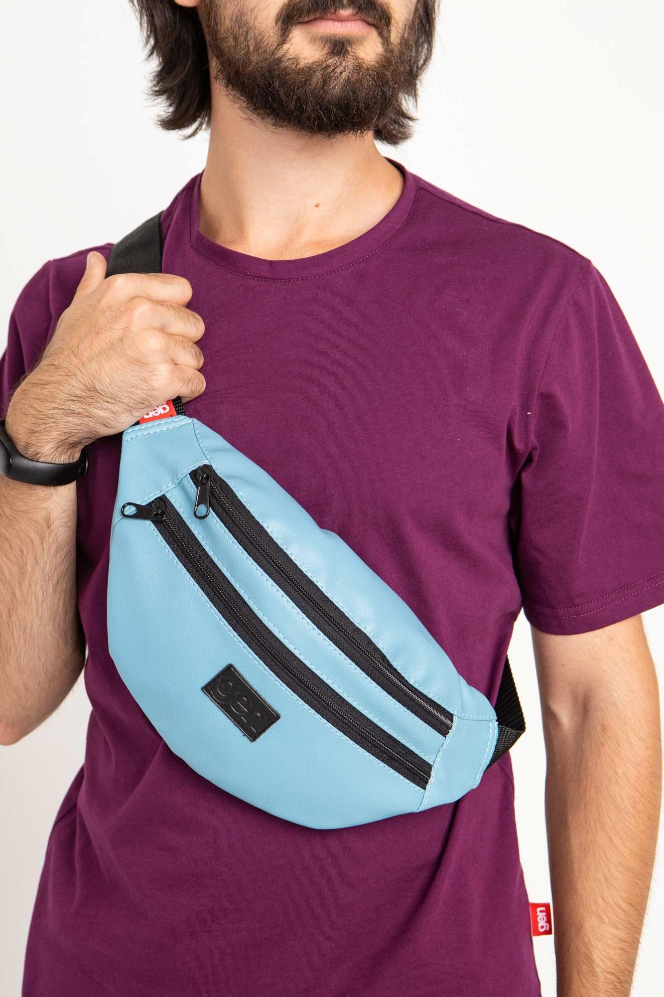 Полукруглая сумка на пояс бананка голубого цвета с двумя отделениями на замках