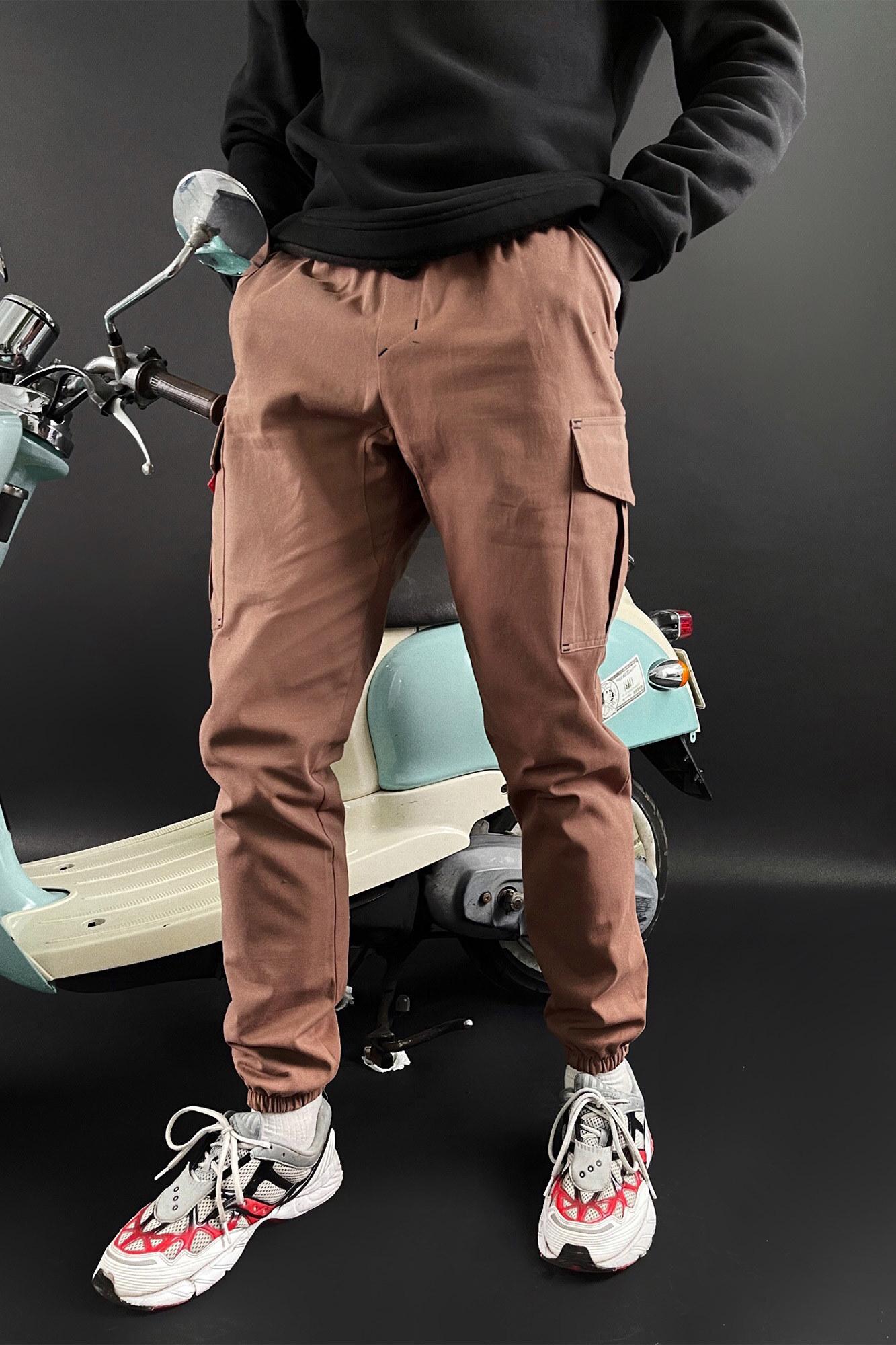 Мужские коричневые коттоновые карго на манжетах с боковыми карманами