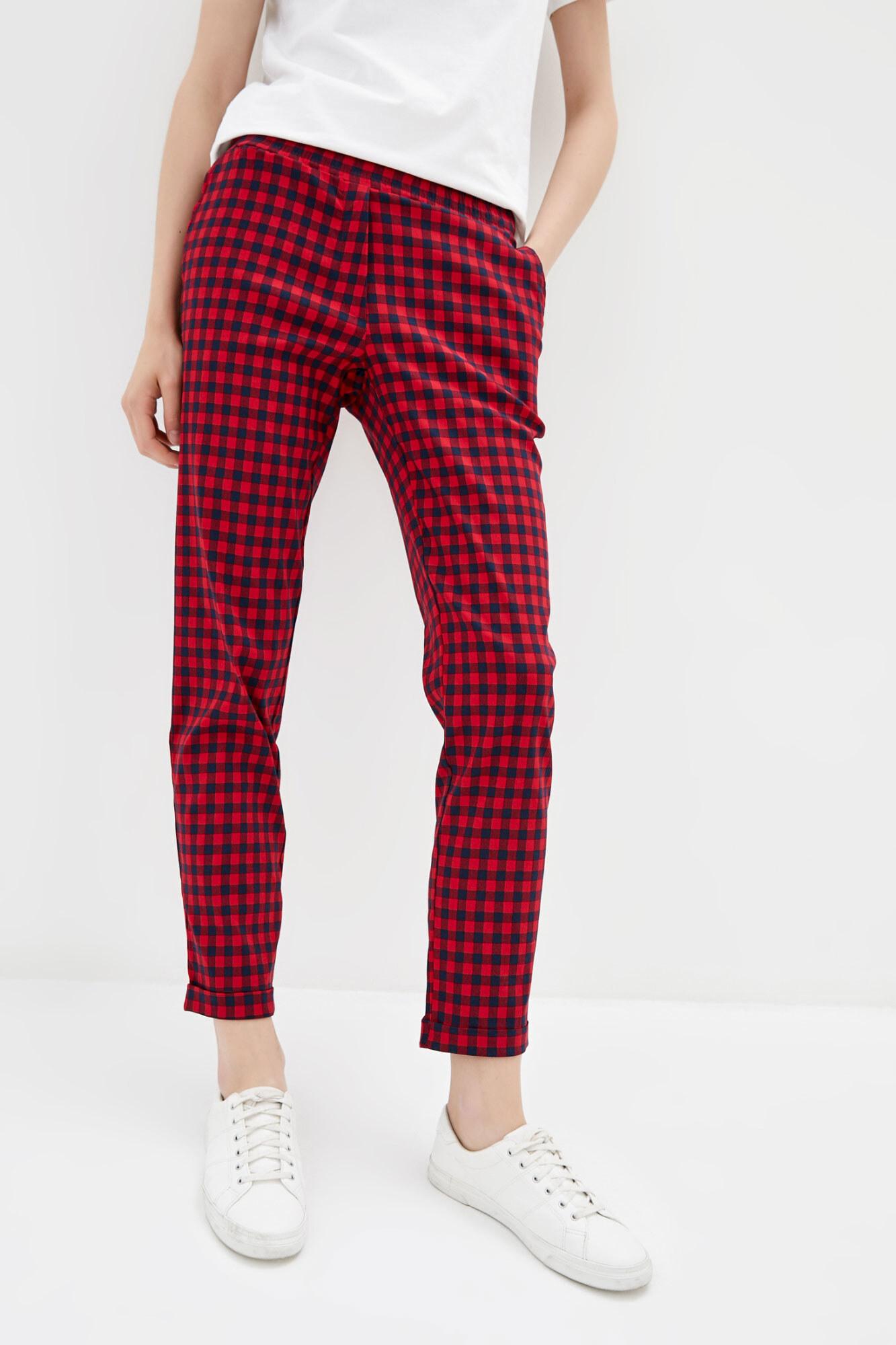 Красные клетчатые штаны в кэжуал стиле