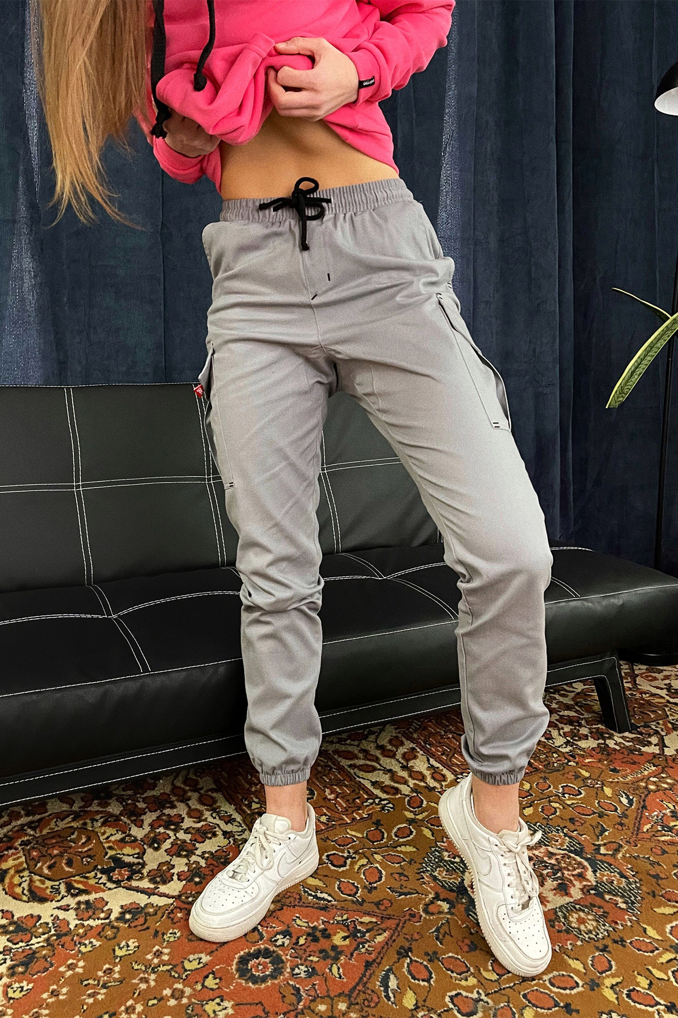 Серые коттоновые штаны джоггеры на манжетах