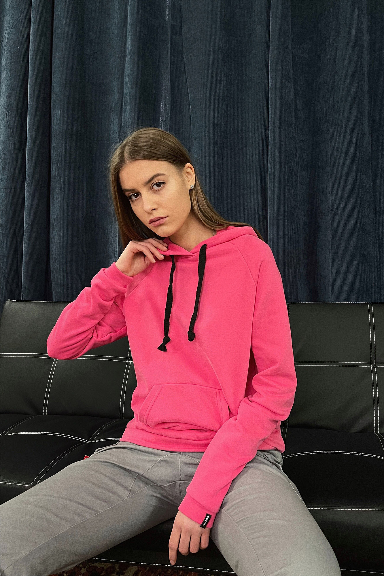Трикотажная оверсайз кенгурушка с капюшоном в розовом цвете