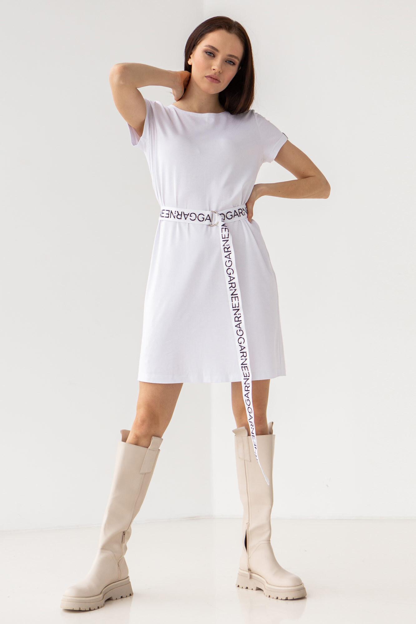 Белое спортивное платье-футболка с поясом GEN