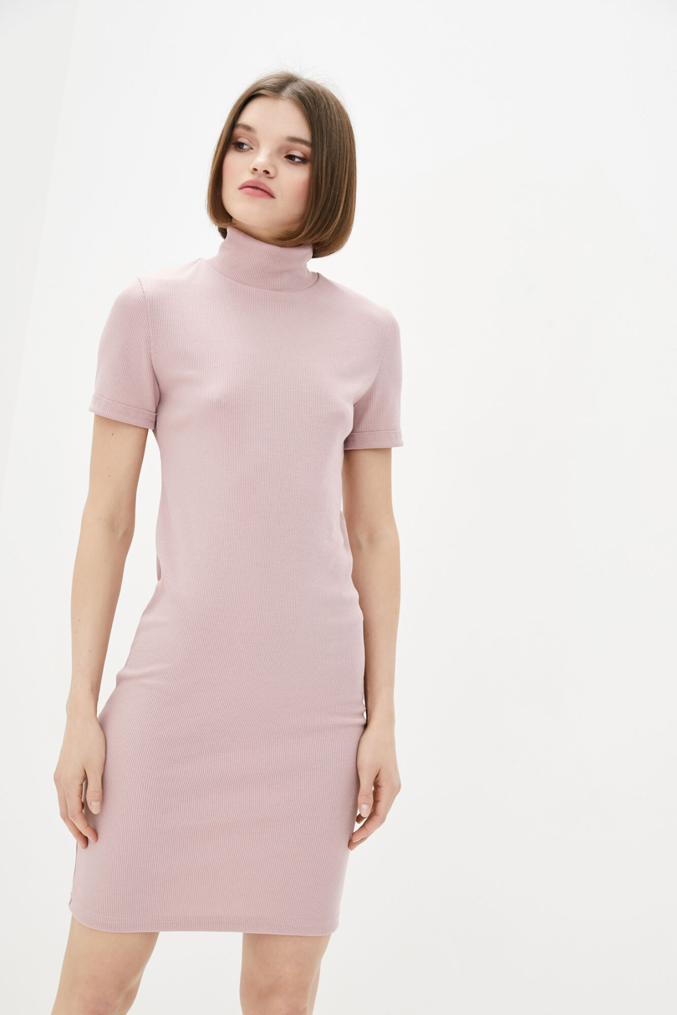 Розовое мини платье гольф с короткими рукавами GEN