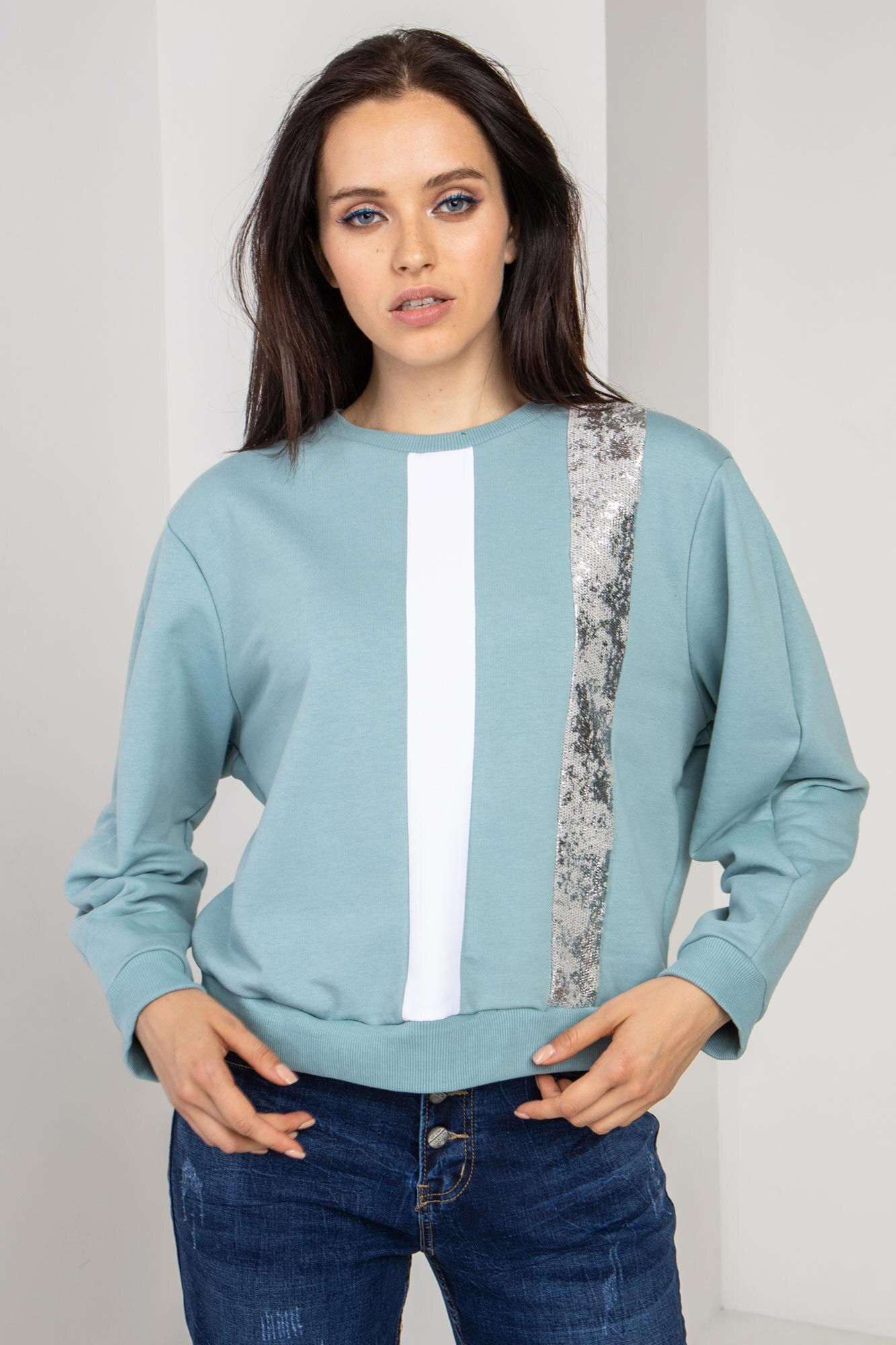 Трикотажный свитер голубой с рефлективом