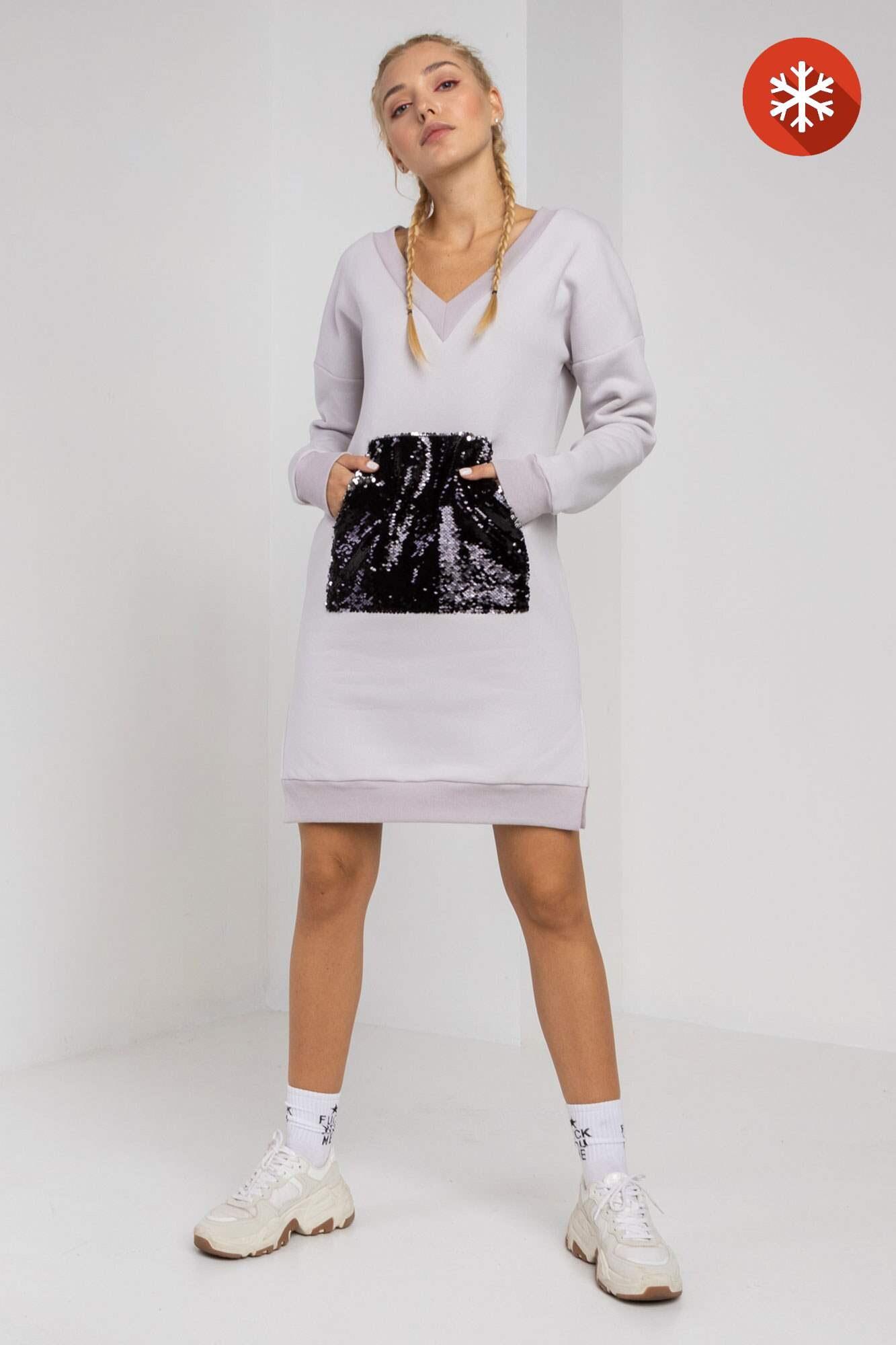 Теплое светлое трикотажное платье с начесом и карманом в пайетки GEN